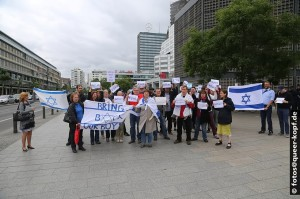 Teilnehmer der Mahnwache in Berlin (Foto: Burghard Mannhöfer)
